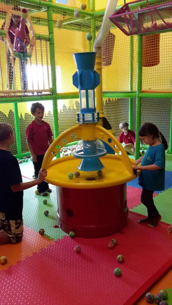 Les élèves de l'école Fréchette lors de leur activité de rentrée au centre récréatif Savanna